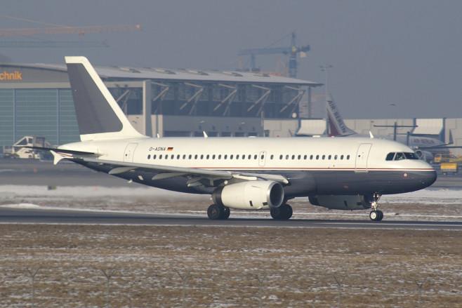 DaimlerChrysler_Aviation_Airbus_A319_D-ADNA_STR