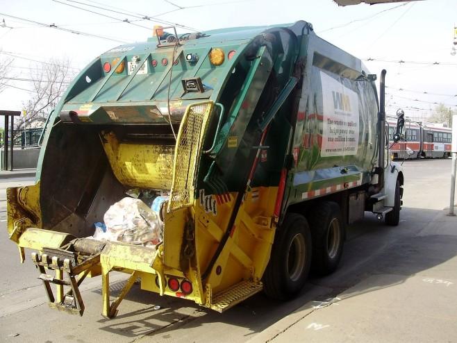 1280px-Waste_Management_Truck_Toronto