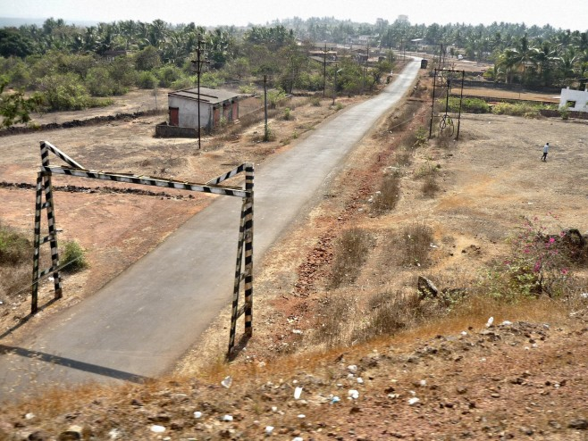 Rural_road_in_Rajapur_of_Maharashtra
