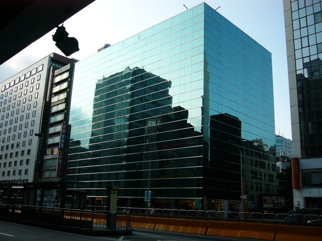 Taiwan_Glass_Building