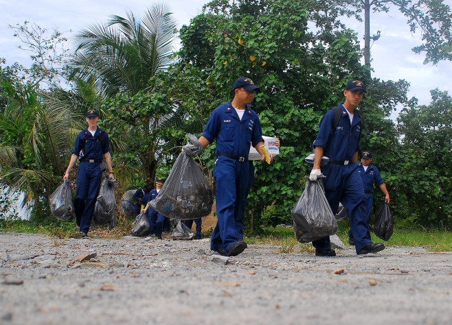 071217-N-4774B-225 SINGAPORE (Dec. 17, 2007) Sailors from amphibious assault ship USS Tarawa (LHA 1), guided-missile destroyer USS Hopper (DDG 70) and Marines from 11th Marine Expeditionary Unit clean trash and debris from local beaches on the island of Pulau Ubin. The Sailors and Marines donated their time and labor during a brief port visit to Singapore. Tarawa and embarked 11th Marine Expeditionary Unit are on a regularly scheduled deployment in support of maritime security operations and the global war on terrorism. U.S. Navy photo by Mass Communication Specialist 3rd Class Daniel A. Barker (Released)