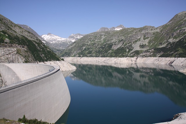 dam-205675_640